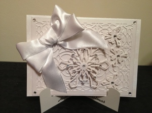 LAC Wh.:White Cricut Snowflake 12-12