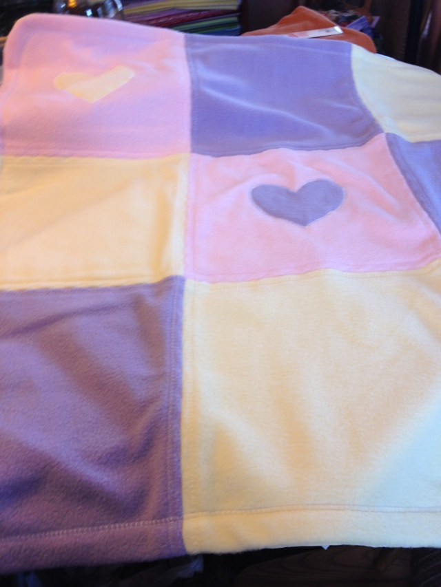 LAC Fleece Heart blanket